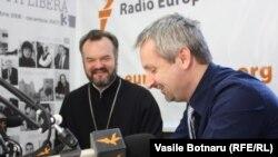 Pavel Borşevschi şi Doru Petruti în studioul Europei Libere de la Chişinău
