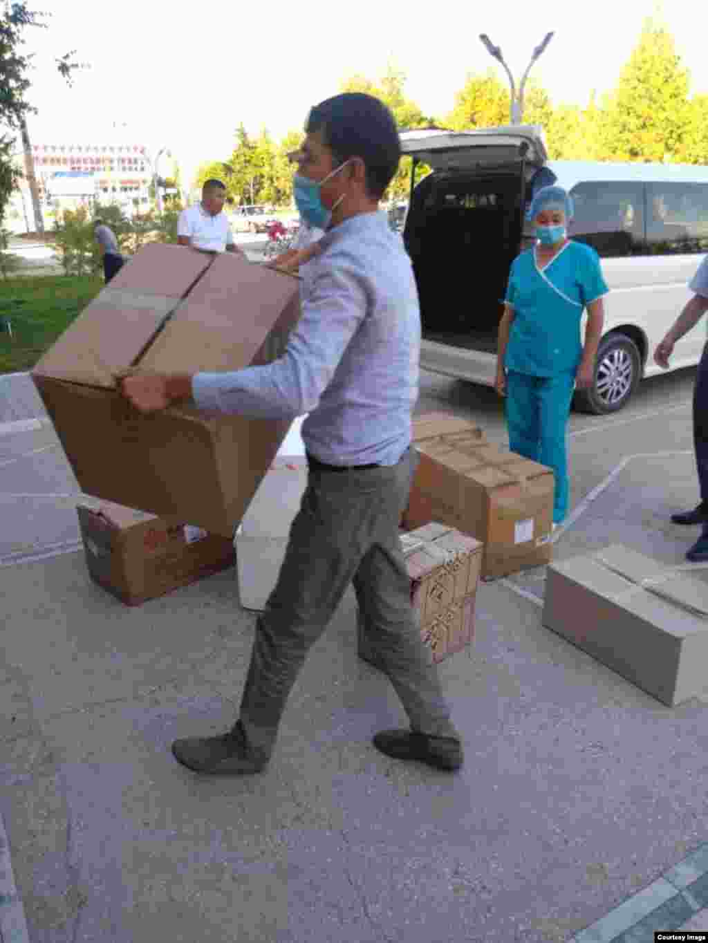 Neighboring Uzbekistan has donated protective gear and lab equipment to help Kyrgyzstan's Batken region​ deal with the rising number of COVID-19 cases.
