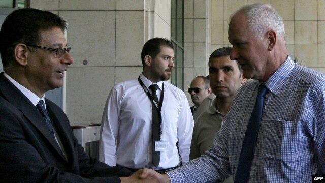 ورود «آکه سلستروم» سرپرست تیم بازرسان شیمیایی سازمان ملل (سمت راست) به دمشق.