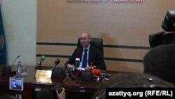 Ұлттық банк басшысы Қайрат Келімбетов баспасөз жиынында. Алматы, 11 ақпан 2014 жыл.
