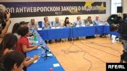 2009. novinari su ustali protiv novog zakona o medijima u Srbiji, foto Vesna Anđić