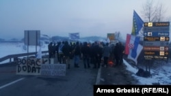 Bosnian veterans block the Doboj-Sarajevo road on February 28.