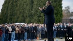 ԱՄՆ, Հյուսիսային Կարոլինա - Սգո աղոթքը Չափըլ Հիլի մերձակա ֆուտբոլի դաշտում