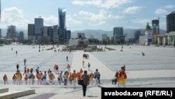 Площадь Чингисхана, с видом на современный деловой центр Улан-Батора