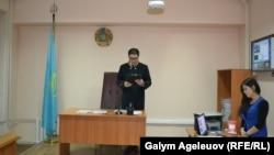 "Sudýa Timur Žumamuratow ""Adam"" neşriniň ýapylmagy barada karary yglan edýär, Almaty, 22-nji oktýabr, 2015"