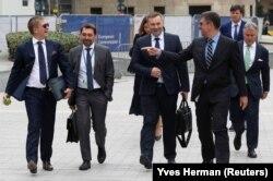 Голова правління «Нафтогазу» Андрій Коболєв (ліворуч) та міністр енергетики та захисту довкілля Олексій Оржель після газових переговорів у Брюсселі, вересень 2019 року
