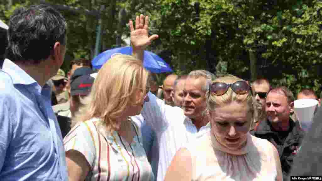 Vlad Plahotniuc printre demonstranți, Chișinău