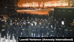 Policija rastjeruje demonstrante u Minsku 2010. godine