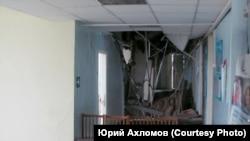 Обрушившуюся часть здания отгородили стульями