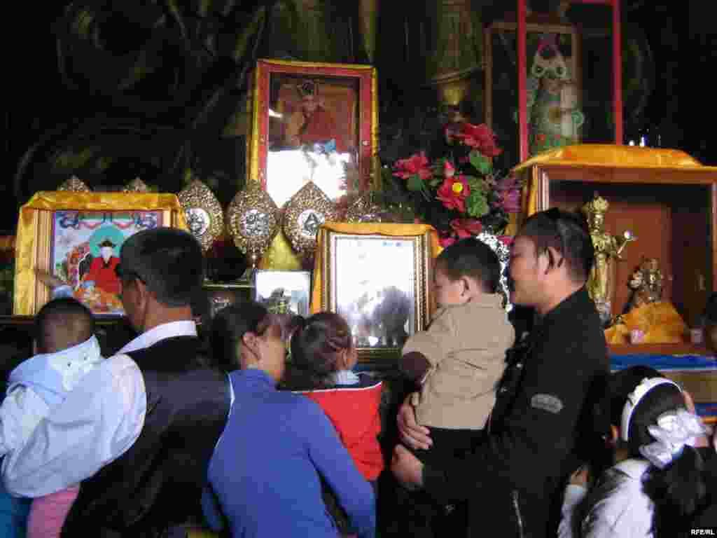Чиркәүләргә буддистлар гына түгел, туристлар да йөри