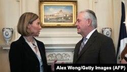 دیدار رکس تیلرسون (وزیر خارجه امریکا) و فدریکا موگرینی (مسئول سیاست خارجی اتحادیه اروپا) در واشینگتن