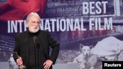 میشائیل هانکه، فیلمساز اتریشی در مراسم اسپریت برای دریافت جایزه بهترین فیلم خارجی