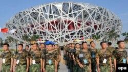 همزمان با آغاز مراسم افتتاحيه بازی های المپيک پکن تدابير شديد امنيتی در اين کشور به مرحله اجرا درآمده است.(عکس: EPA)