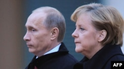 German Chancellor Angela Merkel and Russian Prime Minister Vladimir Putin in Berlin in 2009
