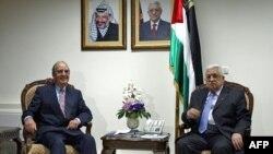 محمود عباس رییس تشکیلات خودگردان فلسطینی در دیدار با جرج میچل، فرستاده ویژه آمریکا در امور خاورمیانه