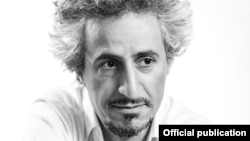 محسن نامجو از اعضای سابق گروه «ماد» است که همزمان با جریان موسیقی راک زیرزمینی در دهه ۷۰ خورشیدی فعال بود.