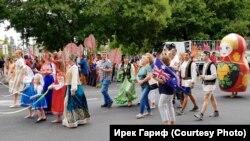 Австралия көне парадында татарлар