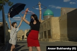 Bukharsky's two daughters pose on the tourist-free streets during the coronavirus pandemic.