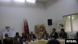 Учесниците на дебатата за меѓуетничките односи во Куманово