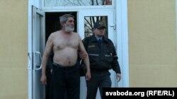 Юр'я Рубцова прывезьлі былі ў суд да поясу голым