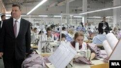 Претседателот Ѓорге Иванов во посета на текстилна фабрика во Штип.