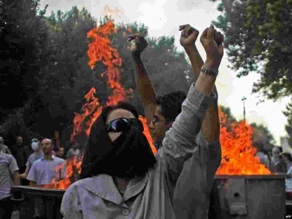 Iran - Novi protesti - Policija je u Teheranu ponovo rastjerala protestante. Nekoliko ih je hiljada izašlo na ulice obilježavajući 10-u godišnjicu studentskih nemira.