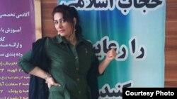 Facebook парақшасындағы иран әйелінің суреті.