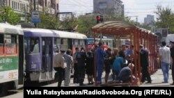 Остановка в Днепропетровске, на которой 27 апреля произошел один из взрывов.