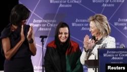 Американскиот државен секретар Хилари Клинтон, првата дама Мишел Обама и една од наградените жени Мариа Башир