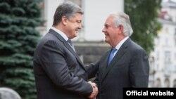 Президент України Петро Порошенко і держсекретар США Рекс Тіллерсон (праворуч). Київ, 9 липня 2017 року
