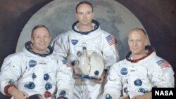 Neil Armstrong (L), Michael Collins i Edwin Buzz Aldrin (D), 1969.
