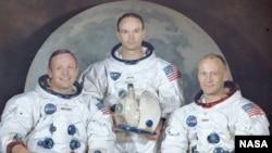 از چپ به راست: نيل آرمسترانگ، مايکل کولينز و ادوين آلدرين، تيم اپولو ۱۱