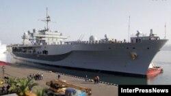 Luftanija USS Mount Whitney në portin Butumi në Gjeorgji