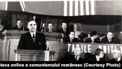 Sindicatele au fost cureaua de transmisie între partid și mase.Dej vorbind la primul congres sindical postbelic. Fototeca online a comunismului românesc, cota 31/1945