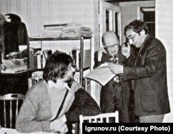 Вячеслав Игрунов, Михаил Гефтер и Арсений Рогинский на даче у Михаила Гефтера. Конец 1980-х