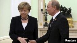 Merkel dhe Putin - foto arkivi