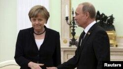 Merkel i Putin prilikom jednog od ranijih susreta