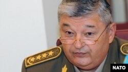 Мухтар Алтынбаев в бытность министром обороны Казахстана. Астана, 24 июня 2009 года.