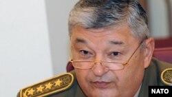 Мухтар Алтынбаев в бытность министром обороны Казахстана