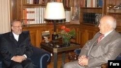 Президент Греции Каролос Папулияс (справа) с бывшим министром иностранных дел Ирана Манучехром Моттаки