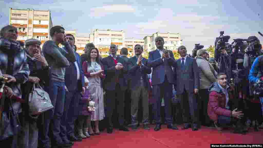 Урочисте відкриття кінотеатру«Жовтень» за участі міських чиновників та адміністрації.