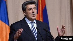 Armenia - Opposition leader Stepan Demirchian addresses a conference of the Armenian National Congress in Yerevan, 13Apr2013.