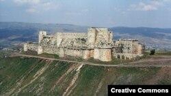 Крепость госпитальеров Крак де Шевалье в Сирии – к западу от города Хомс