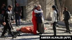 На снимке: выжившие после авиаударов по Алеппо