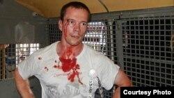 Ильдар Дадин в автозаке после задержания, август 2014 года