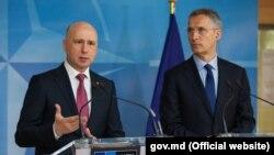 Premierul Pavel Filip cu secretarul-general Jens Stoltenberg, la sediul NATO de la Brussels