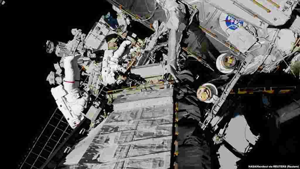 Выход двух женщин в космос В октябре 2019 года, впервые в истории космонавтики, две женщины – астронавтки Кристина Кох и Джессика Мейр – одновременно вышли в космос