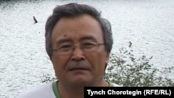 Эсенбай Нурушев Сары-Челек көлүнүн боюнда. Жалал-Абат облусу. 2008-жылдын 22-июлу. TCh.