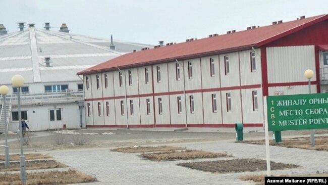 Вахтовый поселок Шанырак на месторождении Тенгиз. Атырауская область, 2010 год.