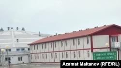 Теңіз кеніші мұнайшылары тұратын «Шаңырақ» вахталық кенті. Атырау облысы, 2010 жыл.
